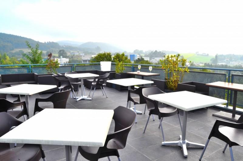 Restaurante asador taskas mungia nuestra terraza al for Terraza decoracion apartamento al aire libre